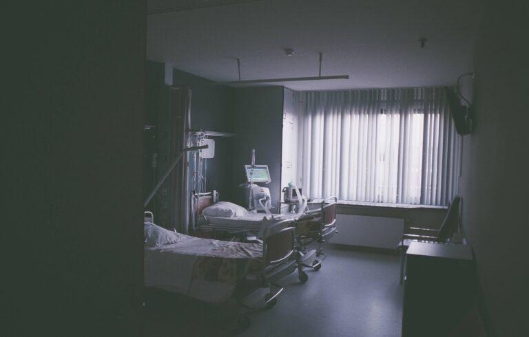 Systemy przywoławcze w szpitalu — niezbędne narzędzie pracy czy zbędny luksus?